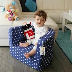 Fotelik z pianki dla dzieci - granatowy w gwiazdki
