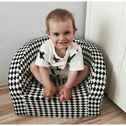 Fotelik z pianki dla dzieci - biało czarne romby